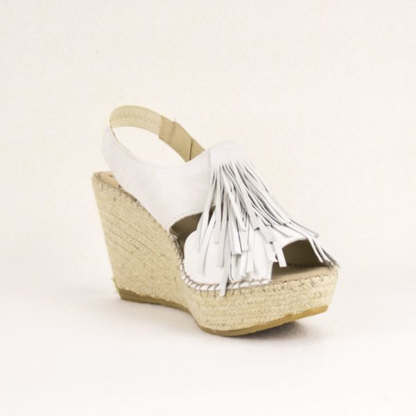 oia-blanche-espadrille-compensee-mariage-blanche-frange-espadrilles-basque-espadrille-femme-espadrilles-originales-dam-e-droles-espadrilles-cousu-main